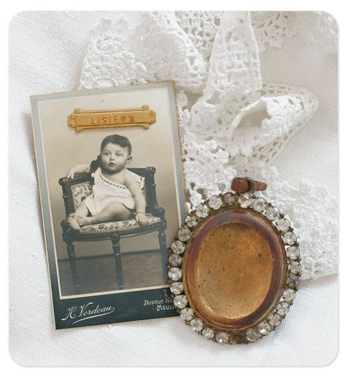 French photo and jeweled frame 300 dpi